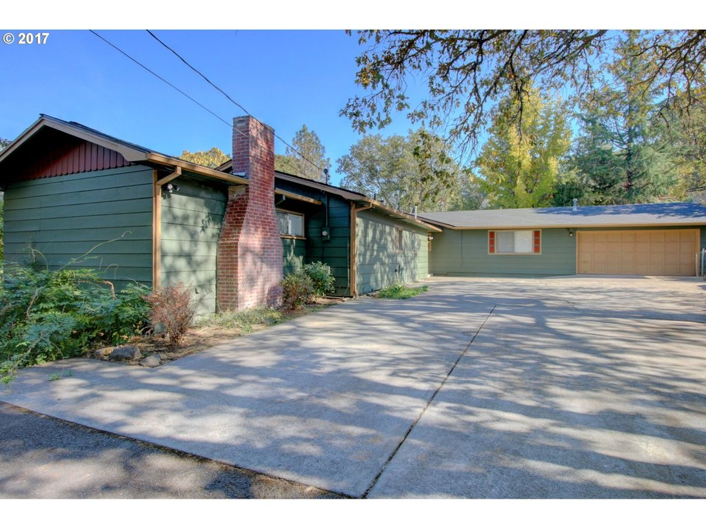 2231 CLOVERLAWN DR Grants Pass, OR 97527 - MLS #: 17643885